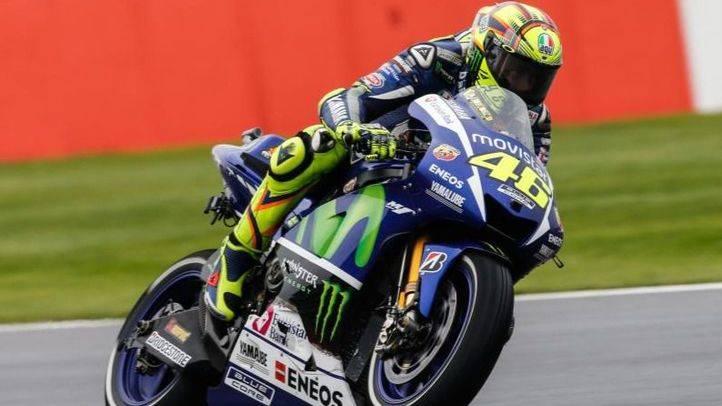 GP de Gran Bretaña: Victoria de un incombustible Rossi
