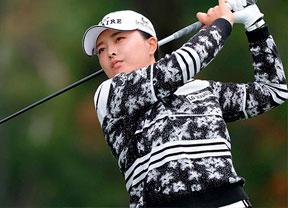 Jin Young Ko toma la delantera en una jornada que no pudo completarse