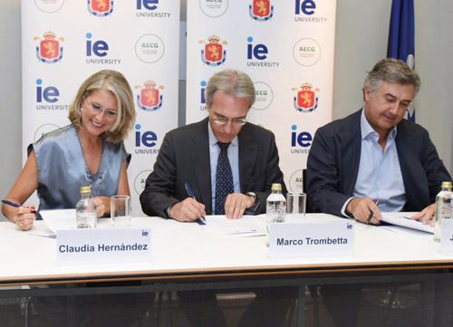 Acuerdo de la RFEG, la AECG e IE University