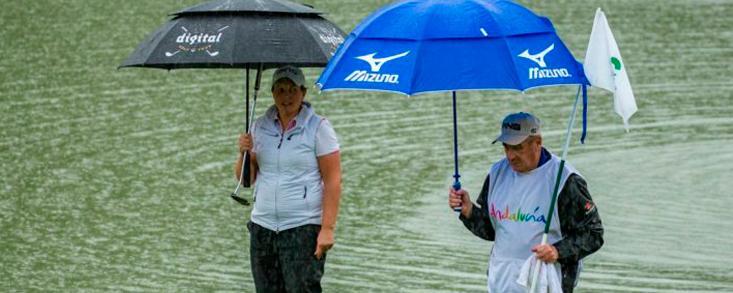 La lluvia impide la finalización de la primera jornada con María Hernández y Azahara Muñoz a un golpe de las líderes