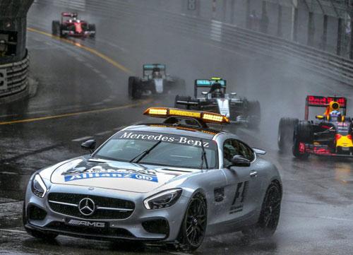 Red Bull regala la carrera a Hamilton