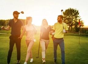 Cinco razones para jugar al golf con amigos en la Costa del Sol