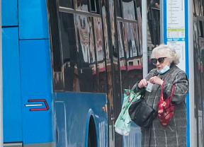 Prisión y multa por negarse a usar mascarilla en el bus