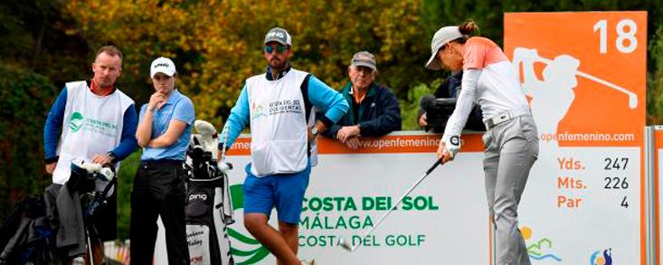 Azahara Muñoz lidera el maratón de golf vivido en La Quinta
