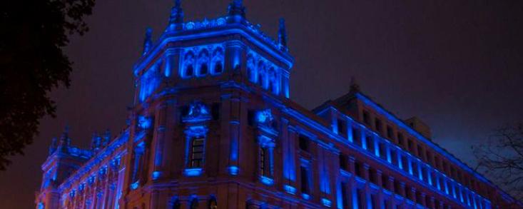 Cibeles y la Puerta de Alcalá se tiñen de azul