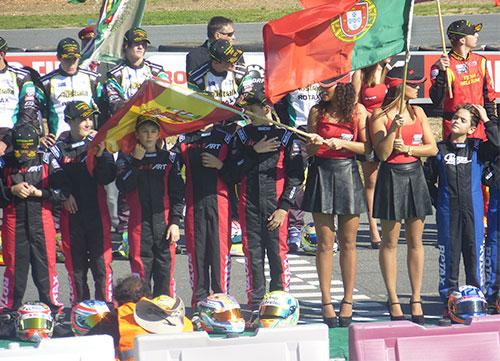 Los pilotos del futuro son españoles, pero... tienen que pagarse hasta la bandera