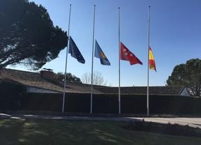 Banderas a media asta en el Club de golf del RACE