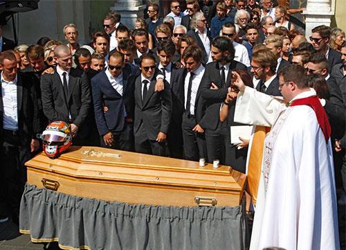 Multitudinario funeral por Bianchi