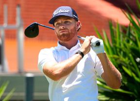 Triple empate a falta de que se complete la jornada en el Kaskáda Golf Challenge