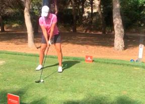 Carmen Alonso, a un golpe de la cabeza en el Club de Golf El Escorpión