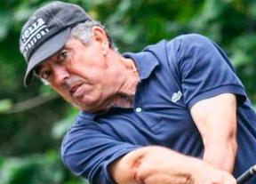 José Manuel Carriles, a cinco golpes de la cabeza