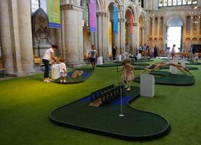 Un minigolf en la Catedral de Rochester