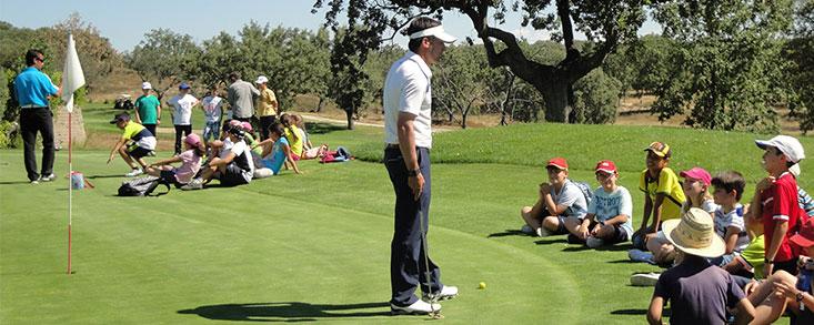Cursos de golf para niños con pocos recursos económicos