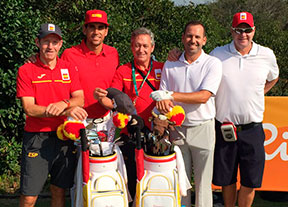 El equipo español, contando las horas