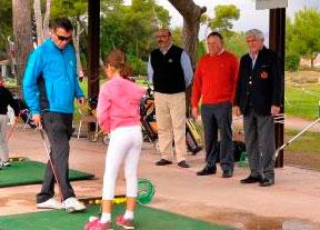 Gonzaga Escauriaza visita la Escuela de Golf de Costa Azahar