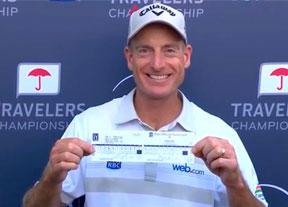 Jim Furyk hace historia con el primer 58 y Knox suma su primer título en la PGA