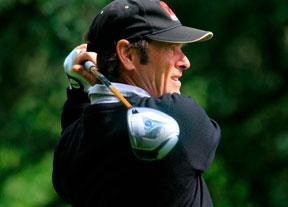 Pedro Linhart se mete en el top ten a cuatro golpes del líder
