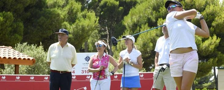 Camila Hedberg manda en Zaragoza con cinco bajo par