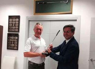 Jiménez entrega a la RFAG el putter con el que ganó el British Senior 2018