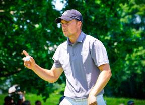 Jordan Spieth y Zach Johnson (-7) lideran el torneo con Rory McIloroy al acecho