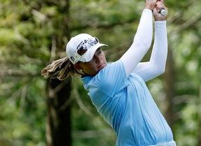 Cuatro golpes de ventaja para la australiana Katherine Kirk