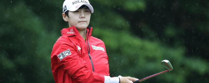Seon Woo Bae firma 65 golpes y se queda sola al frente de la clasificación