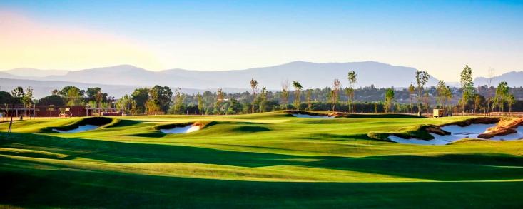 El golf, presente en el barrio más rico y el más pobre de España