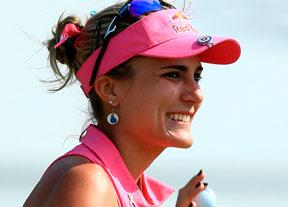 Lexi Thompson sonríe en Canadá, líder con un golpe de ventaja