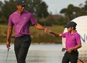Tiger y Charlie (62) comienzan a cuatro golpes del liderato