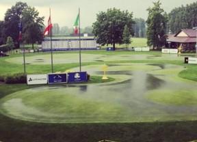 Pep Anglés y Scott Fernández siguen optando a la victoria en un torneo pasado por agua