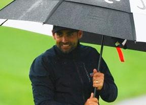 La lluvia paraliza la prueba de la República Checa sin demasiado brillo español