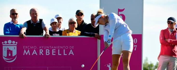 Nanna Madsen, nueva líder en Aloha con -14 y Azahara Muñoz a seis golpes