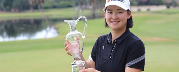 Min Lee, líder en una jornada incompleta