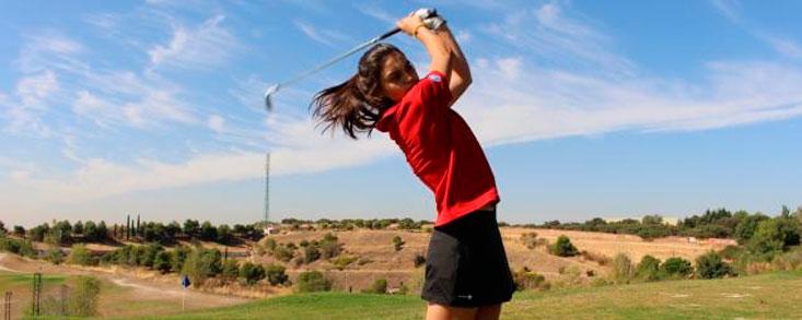 Paula Neira, líder en Atalaya Golf