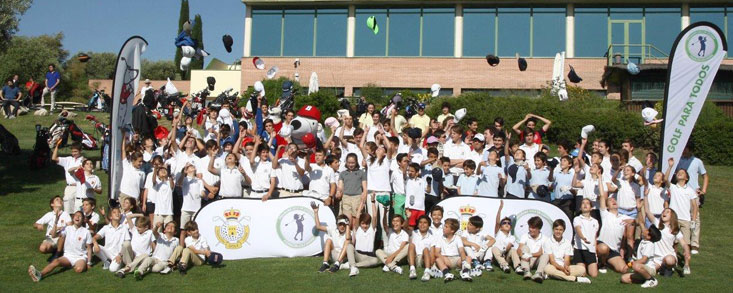 Los niños hacen 'novillos' por el golf