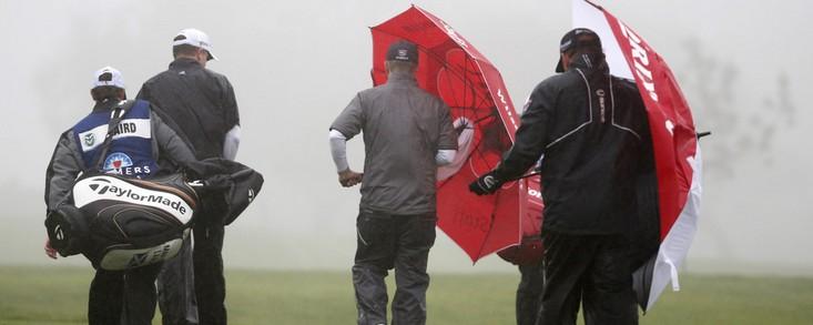 La lluvia, el frío y el viento obligan a suspender la cuarta jornada con Jimmy Walker líder en solitario