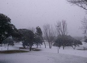 El RACE, posible sede del Open de España en abril, no se libra de la nevada