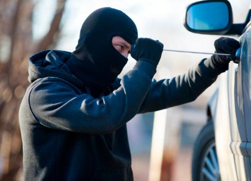 Detenidos dos ladrones especializados en robos de coches en campos de golf