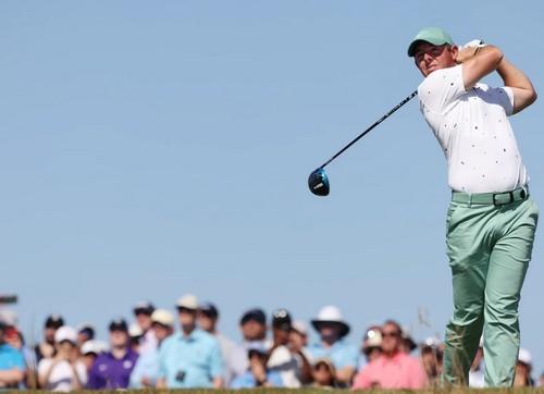 Rory empieza muy cuesta arriba con más tres a pesar de su condición de favorito