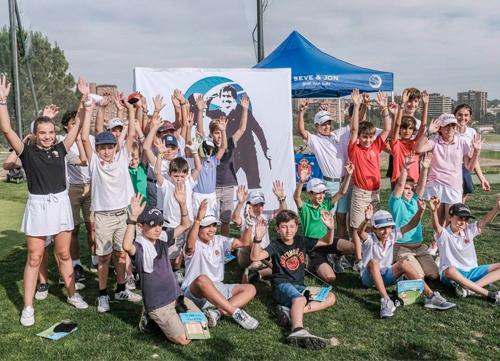 Más de 50 niños en el inicio delSeve&Jon Golf for Kids