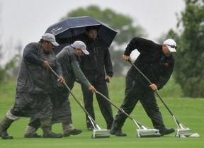 Cinco líderes con seis bajo par y la lluvia como protagonista