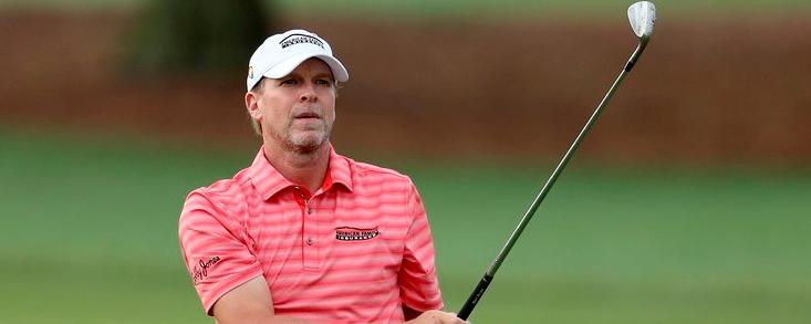 Steve Stricker, líder en una ronda sin acabar