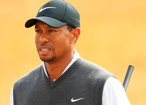 Tiger Woods aprieta con 66 golpes