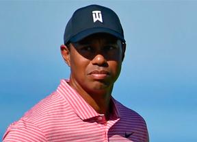 Algo pasa con Tiger...y su tradicional rojo del domingo