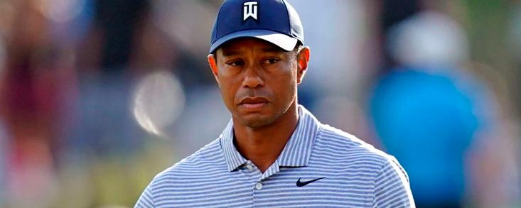 Tiger Woods naufraga en el hoyo 17