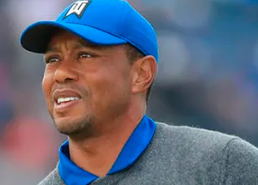 Un apagado Tiger Woods no consigue arrancar con 78 golpes
