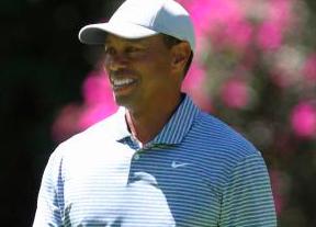 Tiger Woods presenta batalla con 70 golpes