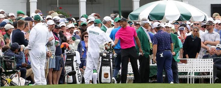 Tres birdies y tres bogeys, saldo al par para Tiger Woods tras 18 hoyos