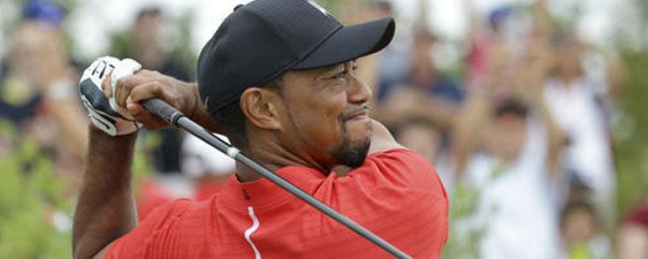 Tiger Woods sube 451 puestos