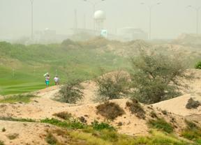 Una tremenda tormenta de arena obliga a suspender la segunda jornada del torneo